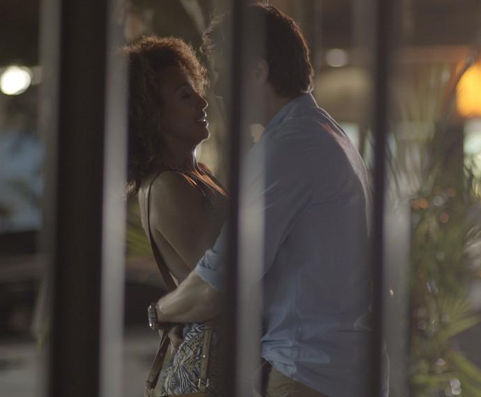 Pedro e Paula estão cada vez mais próximos (Foto: TV Globo)