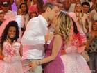 Depois de declaração inusitada, Flávia Alessandra ganha beijão do marido