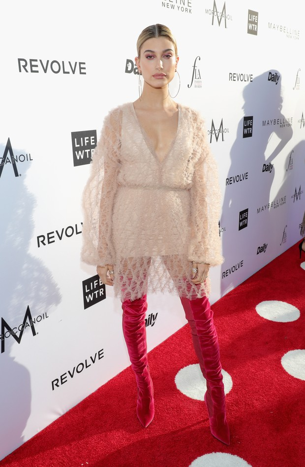 Hailey Baldwin no Los Angeles Fashion Awards (Foto: AFP)