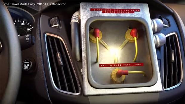 Capacitor, vendido como 'opcional' em comercial da Ford, sobre o filme 'De volta para o futuro' (Foto: Reprodução)