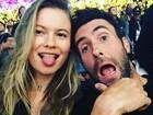 Adam Levine e Behati Prinsloo revelam que estão 'grávidos' de uma menina