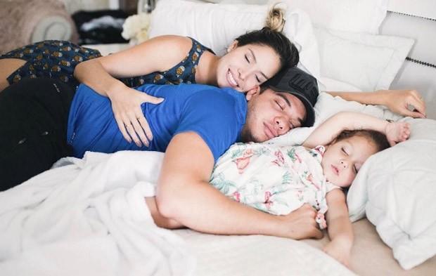 Thyane Dantas, Wesley Safadão e Ysis, filha do casal (Foto: Reprodução/Instagram)