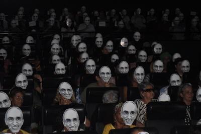 """Convidados do filme   """"Betinho — a esperança equilibrista"""", no Cine Odeon"""