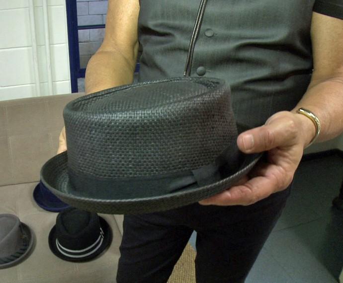 Quando o sambista aparece no show, ele gosta de vestir esse chapéu (Foto: Gshow)