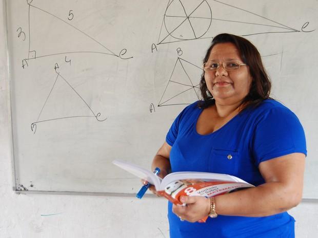 Os alunos da professora Jonilda Alves Ferreira se destacaram com várias medalhas em olimpíadas de matemática  (Foto: Diogo Almeida/G1)