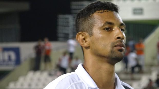 Zagueiro do ASA, Edson Veneno (Foto: Caio Lorena / Globoesporte.com)