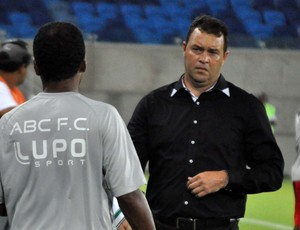 Roberto Fernandes, técnico do ABC (Foto: Frankie Marcone/Divulgação/ABC)