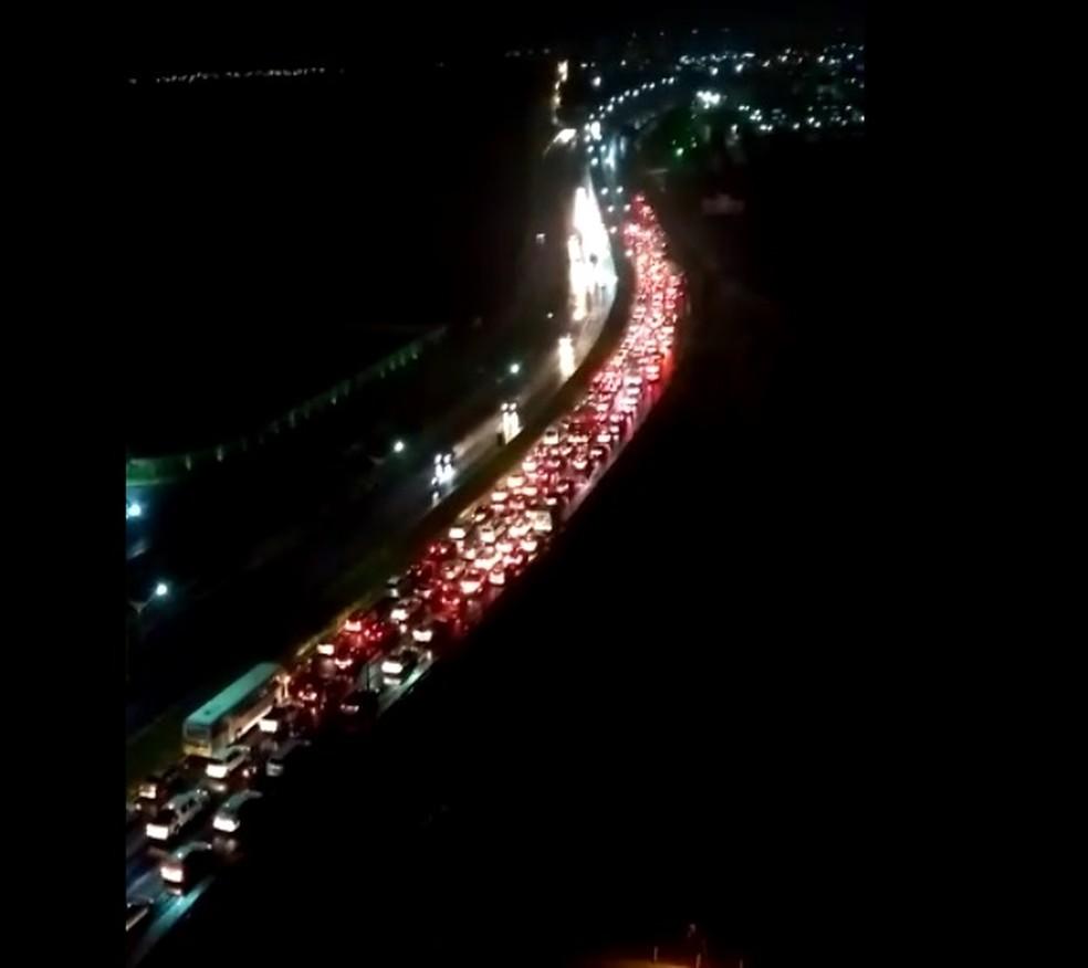 Um grande congestionamento se formou  (Foto: Divulgação)