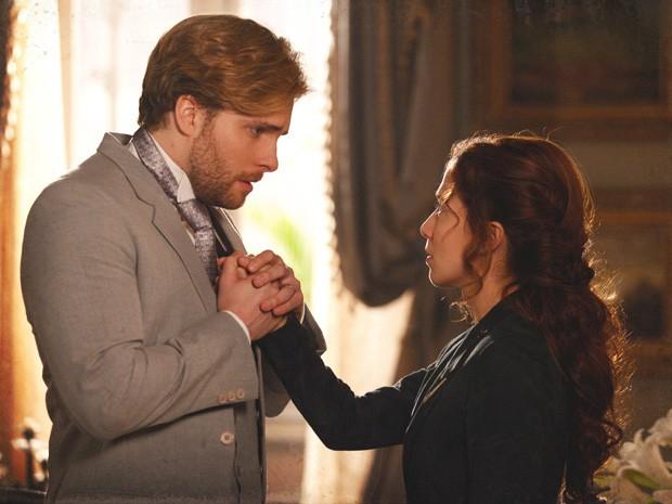 Edgar pede que Laura fique (Foto: Lado a Lado/TV Globo)