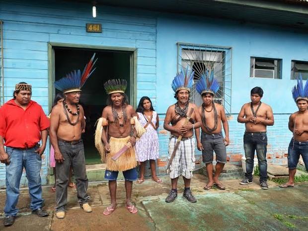 Indígenas das etnias Sabanê, Mamaindê e Terena mobilizaram-se para apoiar uma comitiva de aproximadamente 40 índios de Rondônia, que foram à Brasília protestar contra a aprovação da PEC-215 (Foto: Dennis Weber/G1)