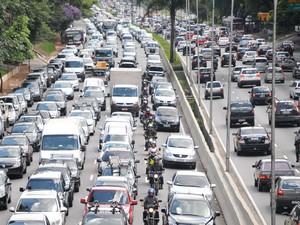 Trânsito no Corredor Norte-Sul na tarde desta quinta-feira  (Foto: J. Duran Machfee/Futura Press/Estadão Conteúdo)
