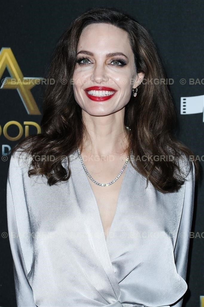 Beverly Hills, CA  - 21st Annual Hollywood Film Awards held at the Beverly Hilton Hotel on November 5, 2017 in Beverly Hills, California.Pictured: Angelina JolieBACKGRID USA 5 NOVEMBER 2017 BYLINE MUST READ: Image Press / BACKGRIDUSA: +1 3 (Foto: Image Press / BACKGRID)