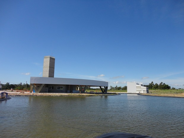 Lago foi construído no local (Foto: Plínio Bordim)