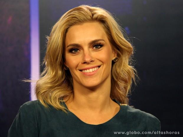 Carolina Dieckmann comenta os seus 20 anos de carreira (Foto: TV Globo/Altas Horas)