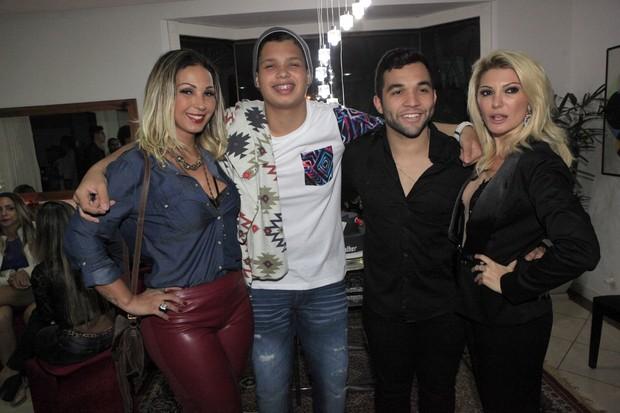 Valesca Popozuda, Pablo, Jonathan Costa e Antônia Fontenelle em festa na Zona Oeste do Rio (Foto: Isac Luz/ EGO)