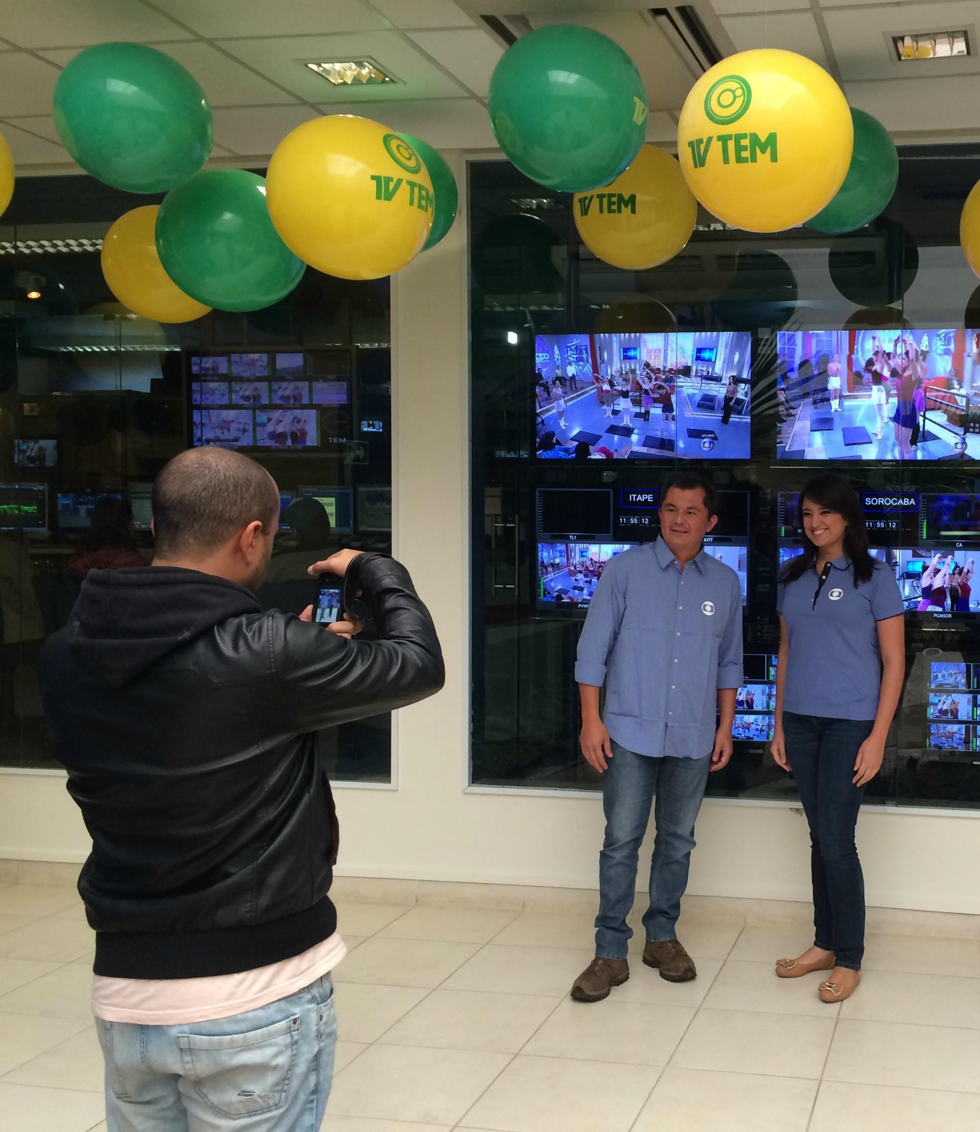 Equipes de todas as regiões da TV TEM estão preparadas para a cobertura da Copa do Mundo 2014 (Foto: Gabriela Cardoso/TV TEM)
