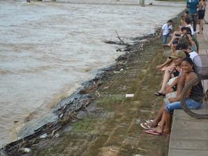 Acreanos se reúnem na Gameleira para admirar o Rio Acre (Foto: Duaine Rodrigues /G1)