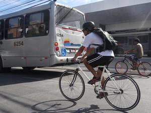 Ciclistas criam empresa sustentável de entrega em Maceió. (Foto: Michelle Farias/G1)