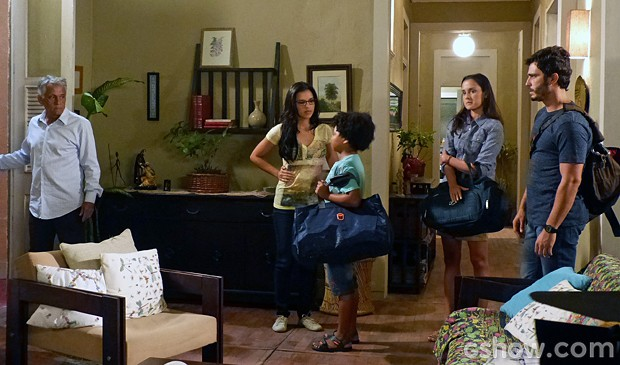 A pedido de André,  William e Sandra decidem sair de casa  (Foto: Além do Horizonte/TV Globo)