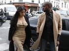Kim Kardashian aparece decotada ao chegar em ateliê de estilista em Paris