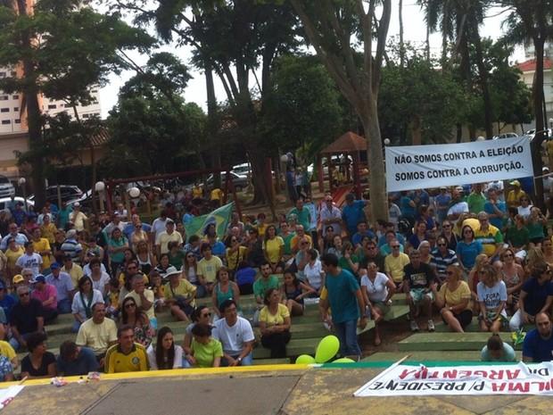 Protesto em Araçatuba foi na Praça João Pessoa (Foto: Pollyana Moda/TV TEM)
