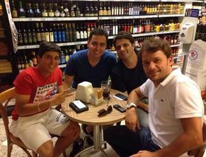 Lucas Otávio jogador do Santos empresários (Foto: Tática Assessoria / Divulgação)