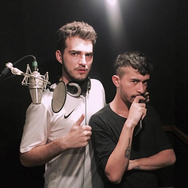 """Jão e Pedrowl na gravação de """"Dança pra mim"""" (Foto: Reprodução/Facebook)"""