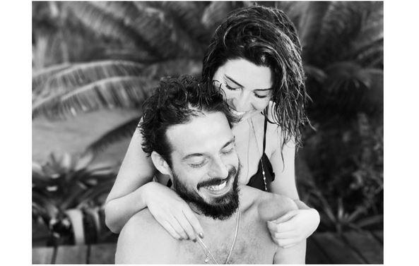 """Fernanda Paes Leme: """"De todos os loucos do mundo eu quis você...pq a sua loucura parece um pouco com a min'a ❤amu #happyvalentinesday"""" (Foto: Reprodução)"""