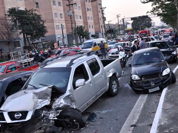 Suspeito em fuga bateu em vários veículos na Avenida Abraão de Morais (Foto: Armando Ferraz/ Futura Press/ estadão Conteúdo)