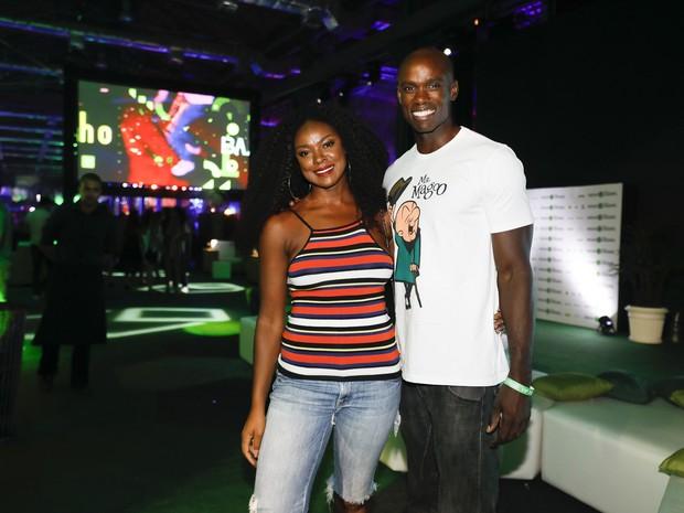 Cris Vianna e namorado, Luiz Roque, em festa no Centro do Rio (Foto: Felipe Panfili/ Divulgação)