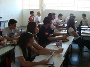 Em Itapeva, alunos se dividem entre aulas regulares e plantões de estudo para o vestibular. (Foto: Jéssica Pimentel / G1)