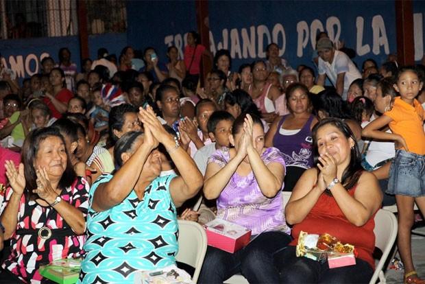 Foto mostra homenagem às mães no distrito de San Miguelito, no Panamá, em dezembro de 2012 (Foto: Divulgação/Asamblea Nacional)
