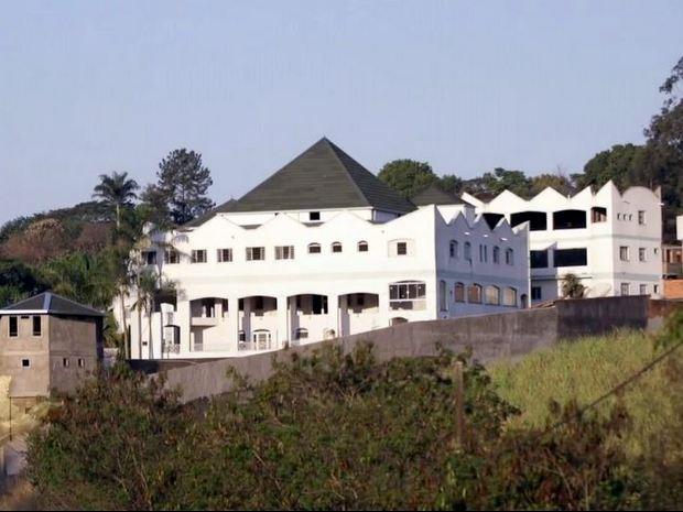 Fachada do 'castelo' de José Rico em área rural de Limeira (Foto: Reprodução/TV Globo)