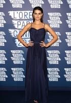 Look do dia: Isabelli Fontana aposta em vestido azul longo em festa
