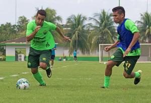 Bruno Veiga (esquerda), atacante do Cuiabá (Foto: Pedro Lima/Cuiabá EC)