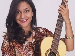 Amanda Valverde, de 16 anos, que ficou famosa na web por resposta ao hit 'Lepo Lepo' (Foto: Amanda Valverde/Divulgação)