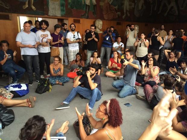 Coletivos culturais ocupam Palácio Capanema, no Rio (Foto: Matheus Rodrigues/G1)