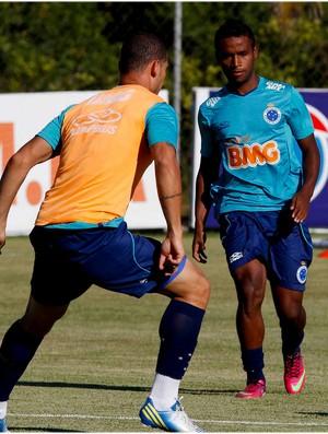 Elber está nos planos de Marcelo Oliveira (Foto: Washington Alves / Vipcomm)
