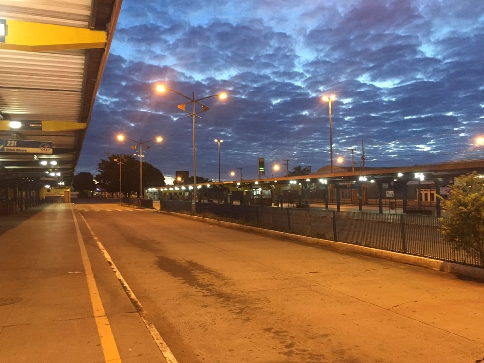 Terminal de transbordo urbano vazio em Campo Grande (Foto: Cláudia Gaigher/ TV Morena)
