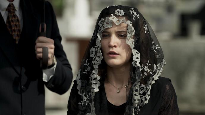 Maria perde a mãe e não consegue o perdão do pai (Foto: TV Globo)