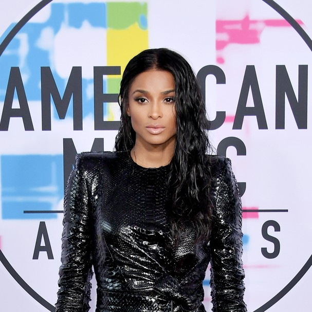 LOS ANGELES, CA - NOVEMBER 19: Ciara attends the 2017 American Music Awards at Microsoft Theater on November 19, 2017 in Los Angeles, California.  (Photo by Neilson Barnard/Getty Images) (Foto: Getty Images)
