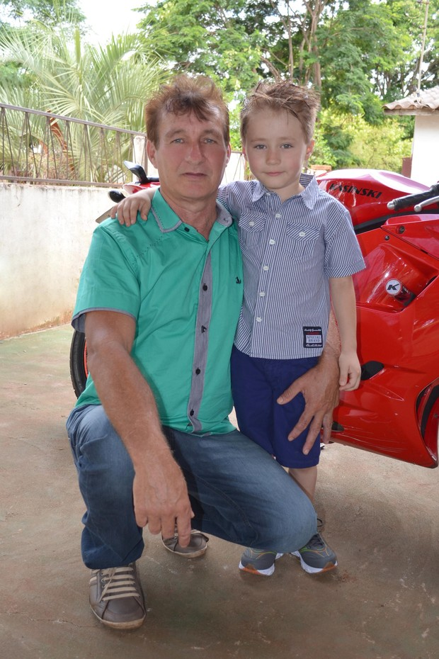 Robson, irmão caçula de Andressa Urach, com o pai, Carlos (Foto: Divulgação)