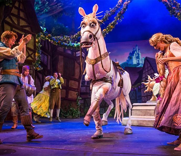 Famílias se divertem juntas nos espetáculos no melhor estilo Broadway da Disney nos cruzeiros (Foto: Disney Cruise Line)