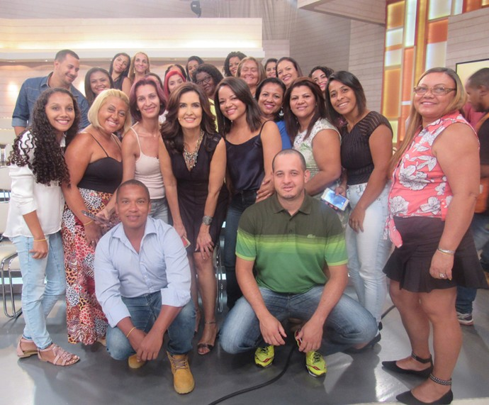 Depois do programa, plateia se reúne pra tirar foto com a Fátima  (Foto: Priscilla Massena/Gshow)
