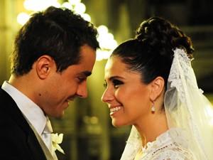 Claudia e Vicente se casaram na igreja (Aquele Beijo/TV Globo)