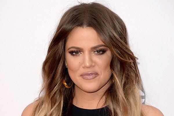 """Parece que todas as Kardashians são precoce. Khloe teve sua primeira relação sexual aos 14 anos. Ela afirmou que se sentiu """"nojenta"""" depois do sexo: """"Não deixe ninguém te pressionar, não vale a pena"""". (Foto: Getty Images)"""