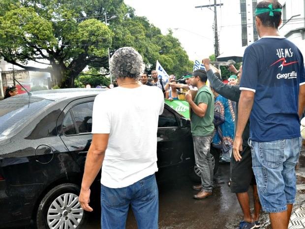 Estudantes da UEMS fazem manifestação em Campo Grande (Foto: Tatiane Queiroz/ G1MS)