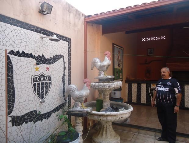 Chafariz na casa do toecedor atleticano, Ademar Bicalho, em Montes Claros- MG (Foto: Cida Santana/Globoesporte.com)