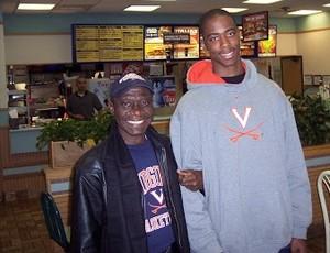 Jerome ao lado do pai, morto no último domingo após passar mal enquanto dirigia (Foto: Arquivo pessoal)