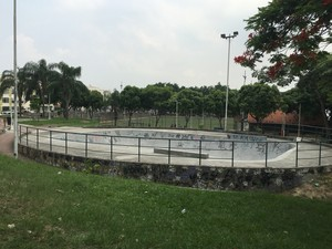 Praça Nossa Senhora da Apresentação, em Irajá, tem pista de skate (Foto: Mariucha Machado/G1)